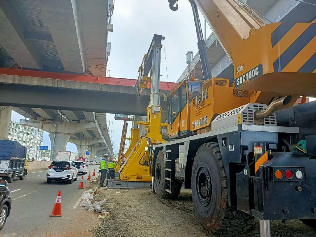 Tol Cikampek Km 10 Macet Siang Tadi, Polisi: Ada Pekerjaan Jalan