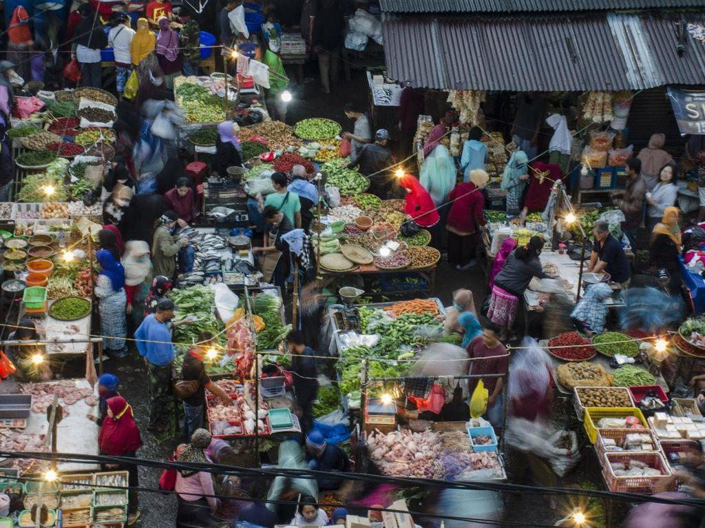 Pasar Tradisional di Bandung juga Ramai, Padahal masih PSBB
