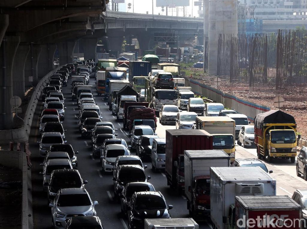 Kemenhub: KM 31 Tol Jakarta-Cikampek Macet Tiap Pagi karena Ada Pengecekan