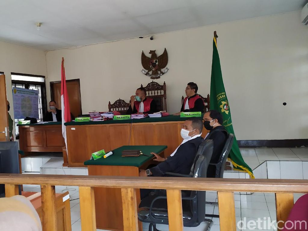 5 Mahasiswa Kasus Terbakar-Tewasnya Polisi Cianjur Divonis 9-12 Tahun Bui