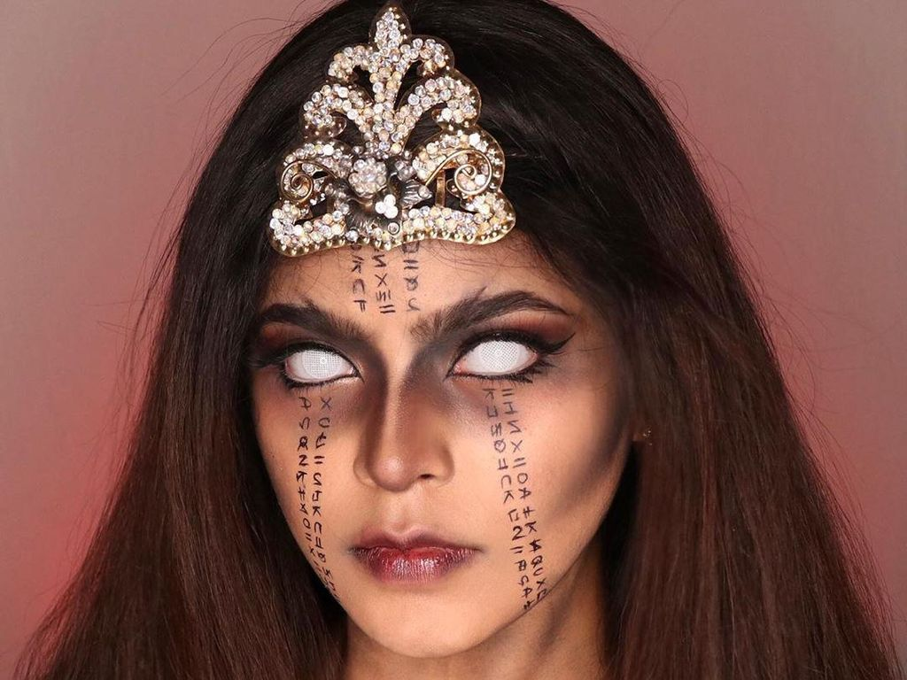 5 Makeup Cetar Jharna Bhagwani, Beauty Vlogger Viral karena Lathi Challenge
