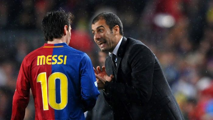 BARCELONA, SPAIN - DECEMBER 13:  Coach Pep Guardiola (R) of Barcelona instructs Lionel Messi during the La Liga match between Barcelona and Real Madrid at the Camp Nou Stadium on December 13, 2008 in Barcelona, Spain. Barcelona won the match 2-0.  (Photo by Jasper Juinen/Getty Images)