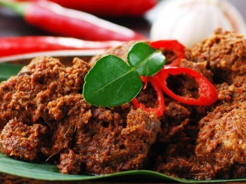 11 Makanan Khas Sumatera Barat, Lamak Bana dan Bikin Ketagihan!
