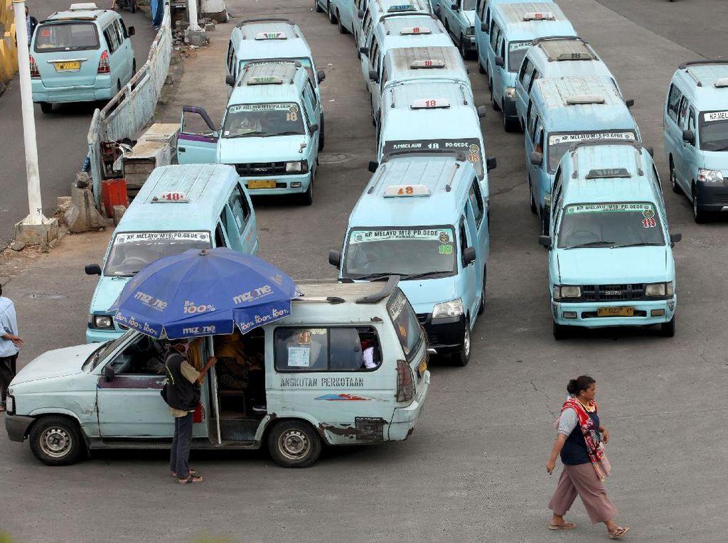 Banyak yang Pakai Kendaraan Pribadi, Penumpang Angkutan Umum Masih Sepi