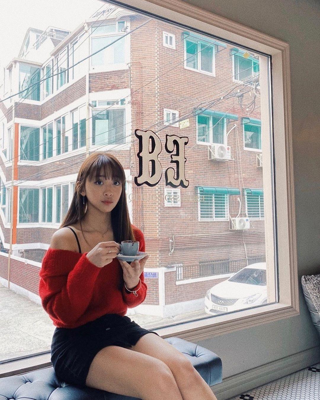 Dita Karang, Idol KPop pertama dari Indonesia
