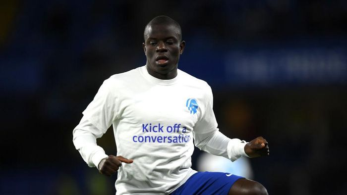 LONDON, ENGLAND - FEBRUARY 17:  NGolo Kante of Chelsea warms up in a Heads Up Campaign t-shirt the Premier League match between Chelsea FC and Manchester United at Stamford Bridge on February 17, 2020 in London, United Kingdom. (Photo by Mike Hewitt/Getty Images)