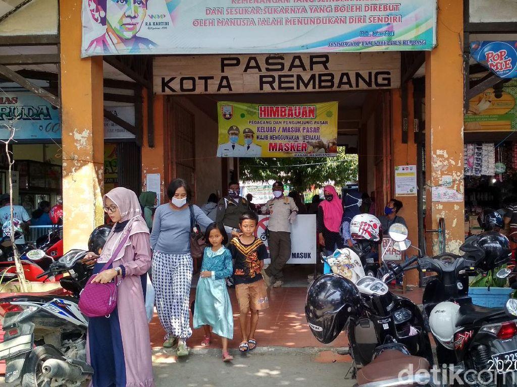 Pasar-pasar Rembang Kembali Dijejali Pengunjung di Tengah Pandemi Corona