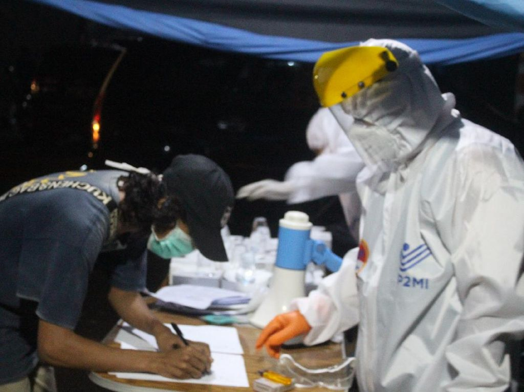 Tiba di Pontianak 142 Migran Dideportasi dari Malaysia Jalani Rapid Test