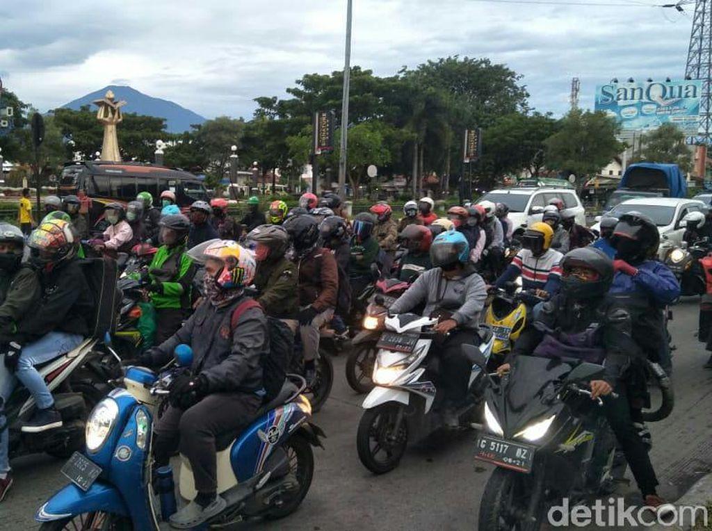 H-3 Lebaran, Pemudik Sepeda Motor Mulai Padati Jalur Pantura Cirebon