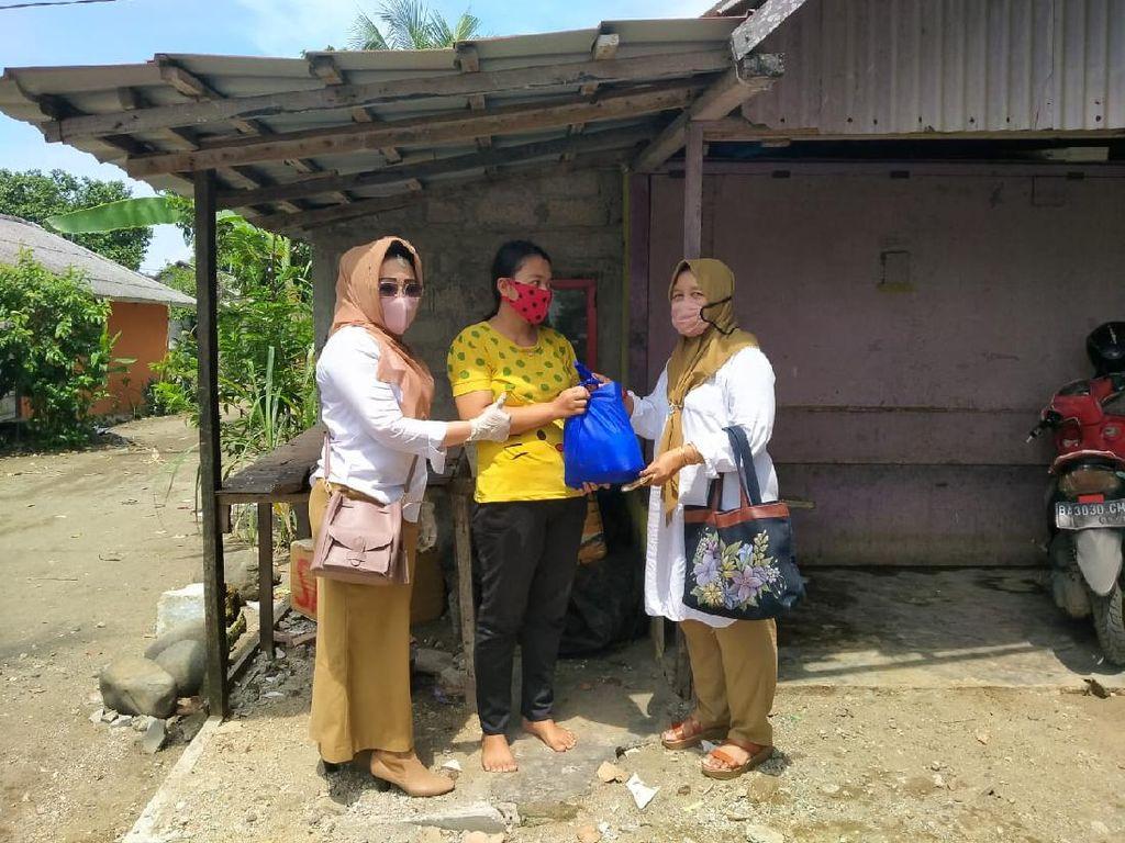 Jelang Lebaran, Andre Bagi 10 Ribu Paket Sembako, Ribuan APD-1.000 Baju Koko