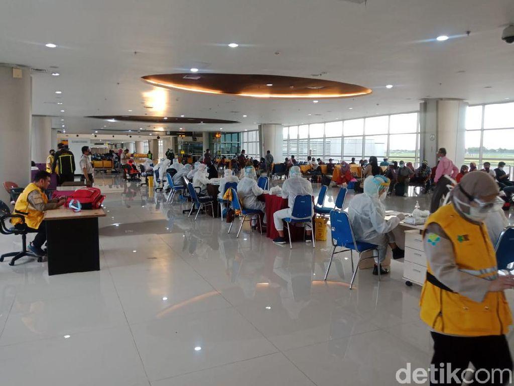 132 PMI dari Malaysia Tiba di Bandara Juanda dan Jalani Rapid Test