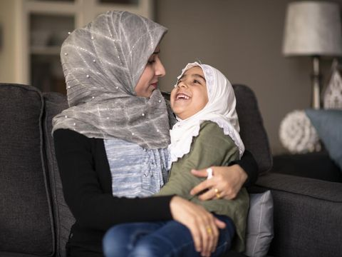 Ilustrasi anak tanya makna Idul Fitri