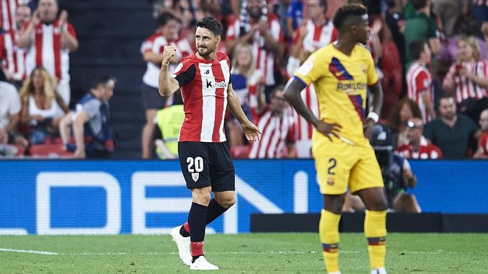BILBAO, SPAIN - AUGUST 16: Aritz Aduriz of Athletic Club celebrates after scoring the first goal of Athletic Club during the Liga match between Athletic Club and FC Barcelona at San Mames Stadium on August 16, 2019 in Bilbao, Spain. (Photo by Juan Manuel Serrano Arce/Getty Images)