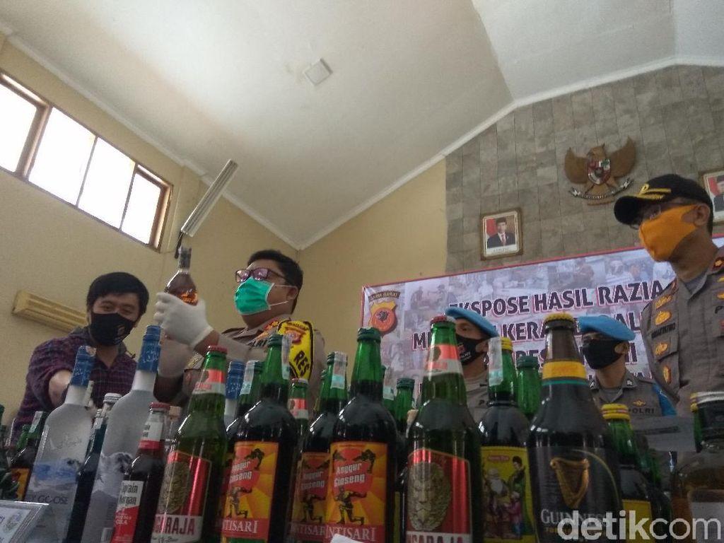 Tak Miliki Izin, 82 Penjual Miras di Cimahi-Bandung Barat Dibekuk Polisi