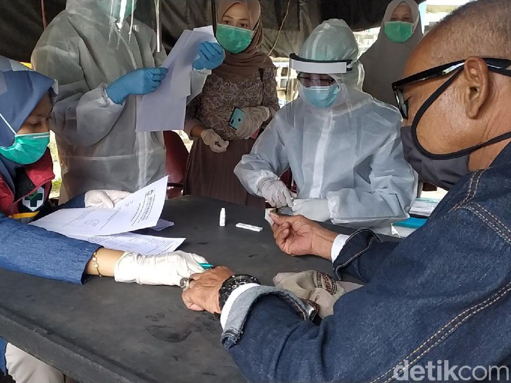 Masuk Cianjur, Pemudik dari Zona Merah-Pengendara Sakit Jalani Rapid Test