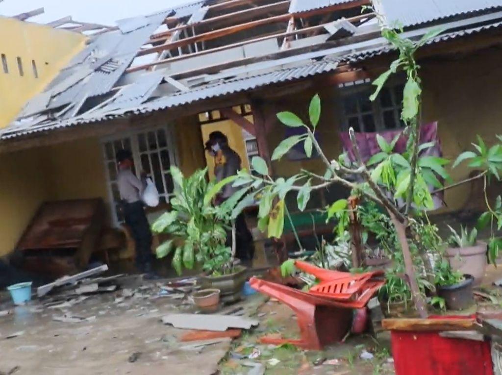 Video Keganasan Puting Beliung Hantam Lampung, Ratusan Rumah Rusak