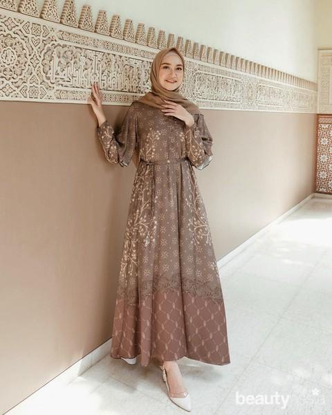 5 Model Maxi Dress Untuk Tampil Elegan Di Hari Lebaran 2020