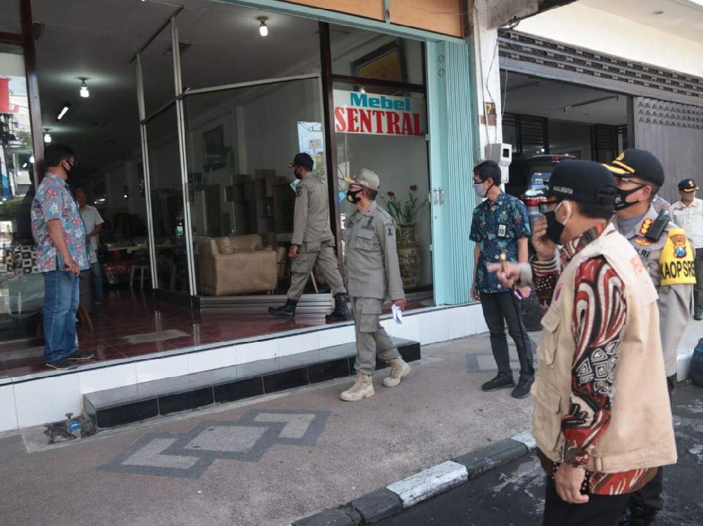 Operasi Gabungan Tutup Kawasan Niaga Pecinan Kota Malang Saat PSBB