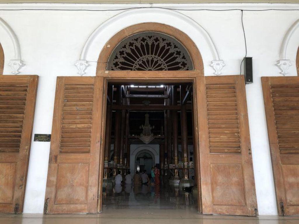 Potret Masjid Sunan Ampel Surabaya yang Bersejarah