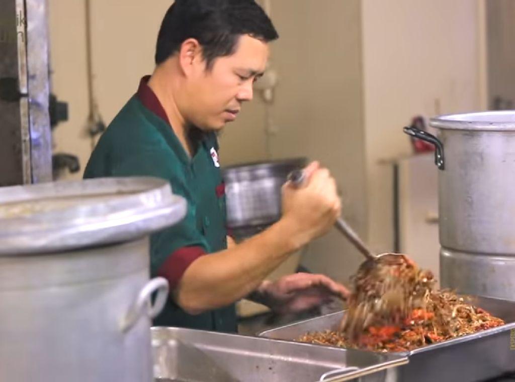 Mengintip Sibuknya Dapur Kapal Laut, Setiap Hari Sajikan Ratusan Porsi Makanan