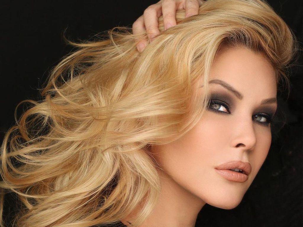 Model Playboy Positif Corona, Merasakan Gejala Demam Sampai Batuk