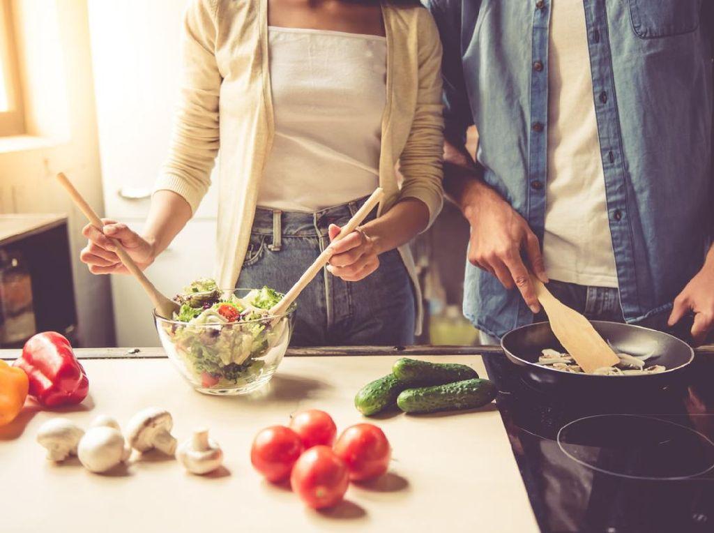 Lebaran Senggang? Yuk Coba Masak 3 Resep Sederhana Ini Bareng Suami