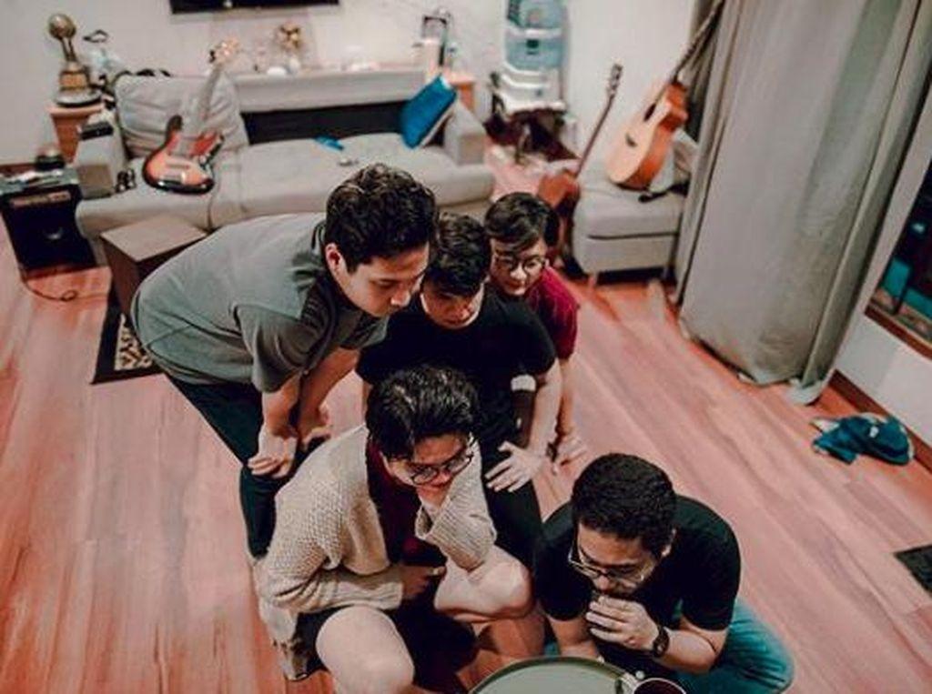 Juicu Luicy Ungkap Kisah Romantis Pasangan Muda di Lagu Nikah