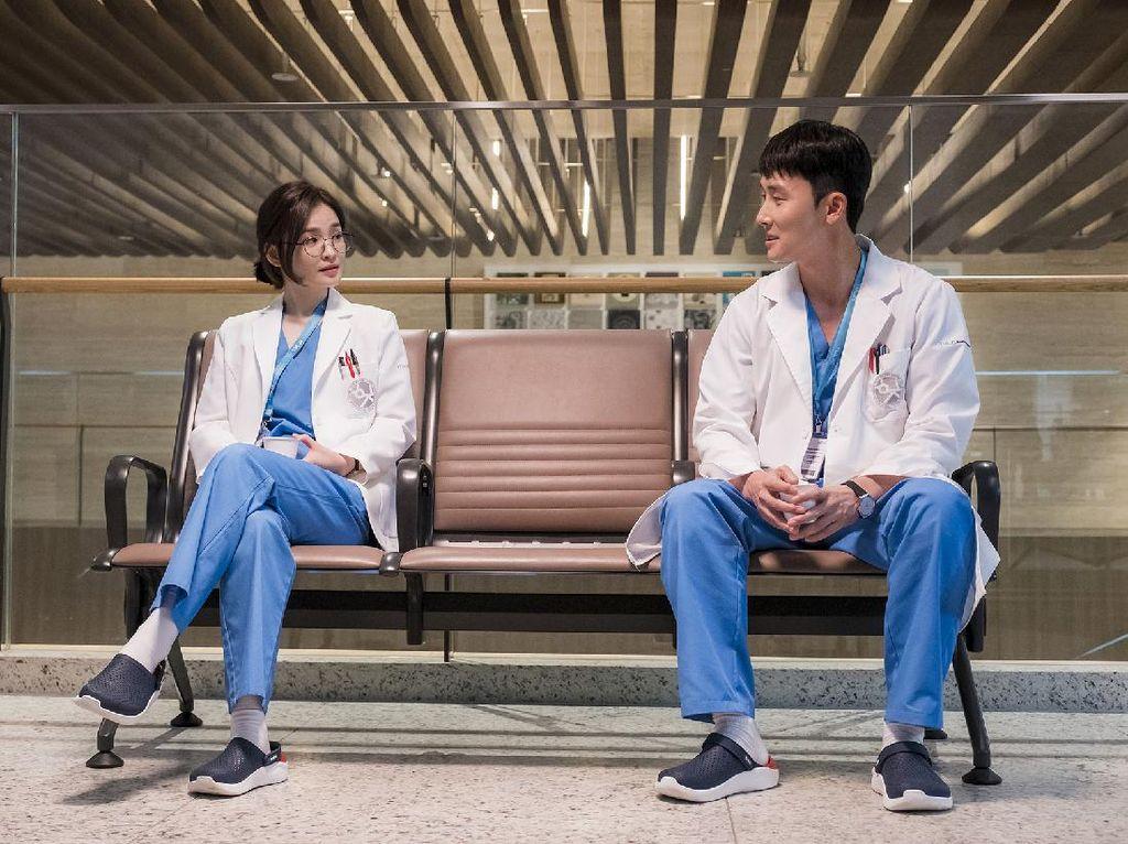 Begini Cara Jo Jung Suk Bangun Chemistry dengan Anaknya di Hospital Playlist