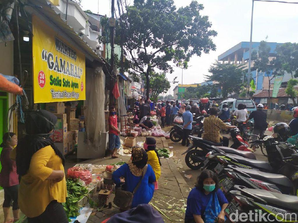 Pasar Minggu Kembali Dipadati Warga Pagi Ini, Jaga Jarak Diabaikan