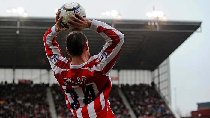 STOKE ON TRENT, ENGLAND - MARCH 20: Rory Delap of Stoke takes a throw in during the Barclays Premier League match between Stoke City and Tottenham Hotspur at the Britannia Stadium on March 20, 2010 in Stoke on Trent, England.  (Photo by Michael Regan/Getty Images)