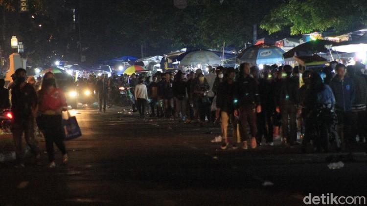 Warga Bandung Menyemut di Malam Takbiran