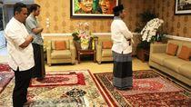 Momen Menko Mahfud MD Salat Id Bareng Keluarga di Rumah