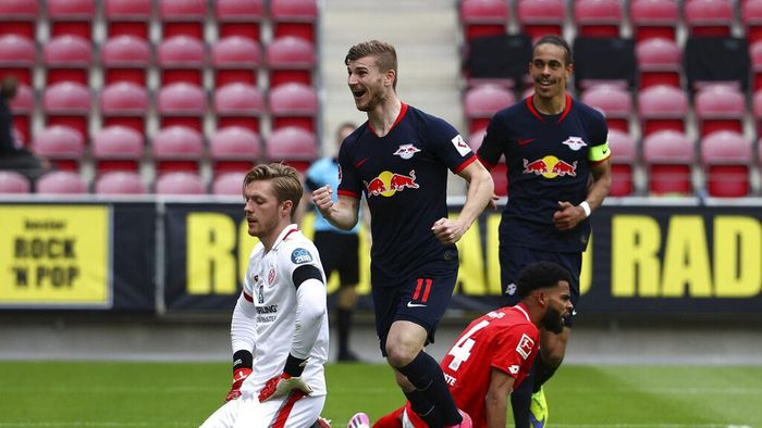 Leipzigs Timo Werner celebrates scoring their fourth goal during a German Bundesliga soccer match between FSV Mainz 05 and RB Leipzig in Mainz, Germany, Sunday, May 24, 2020.  (Kai Pfaffenbach/pool via AP)
