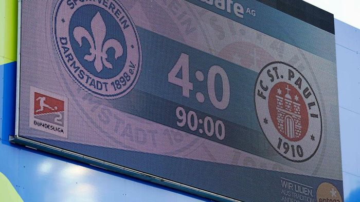 DARMSTADT, GERMANY - MAY 23: The end result is shown on the scoreboard following the Second Bundesliga match between SV Darmstadt 98 and FC St. Pauli at Merck-Stadion am Boellenfalltor on May 23, 2020 in Darmstadt, Germany. (Photo by Uwe Anspach/Pool via Getty Images)