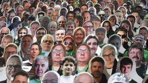 Penampakan 13 Ribu Suporter Kardus di Stadion Gladbach