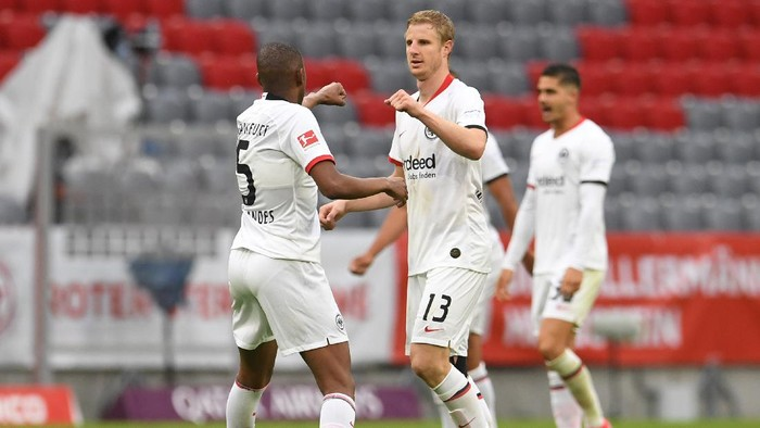 MUNICH, GERMANY - MAY 23: Martin Hinteregger of Eintracht Frankfurt celebrates with Gelson Fernandes after scoring his teams second goal during the Bundesliga match between FC Bayern Muenchen and Eintracht Frankfurt at Allianz Arena on May 23, 2020 in Munich, Germany. (Photo by Andreas Gebert/Pool via Getty Images)