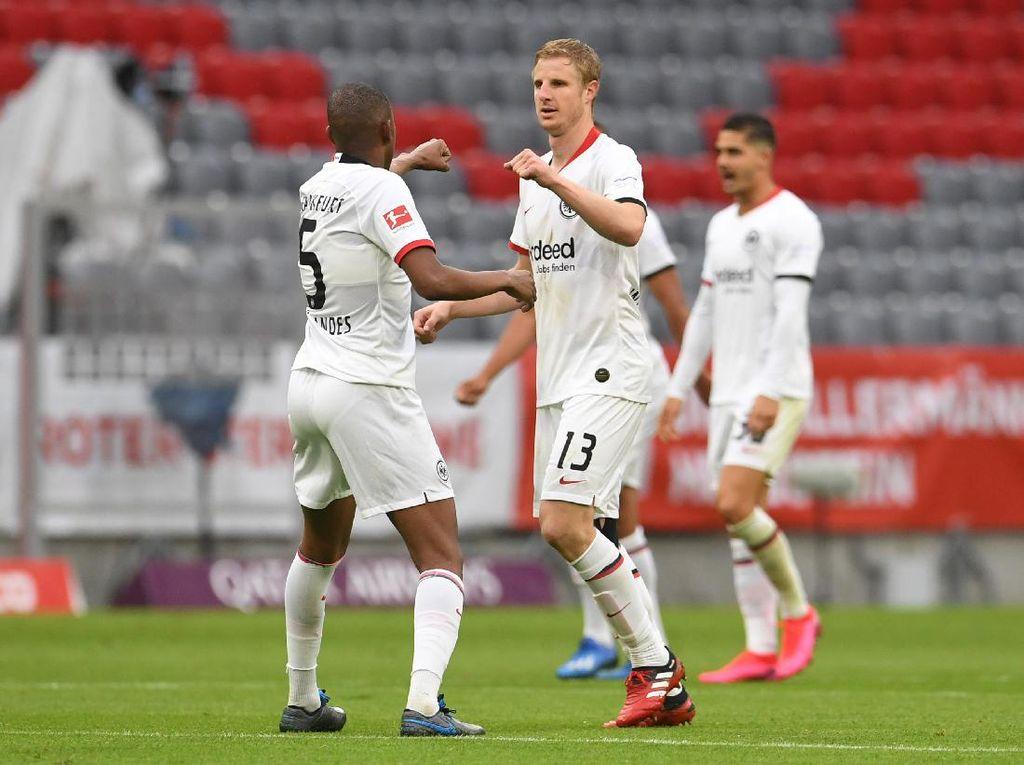 Hat-trick Aneh Martin Hinteregger Saat Hadapi Bayern Munich