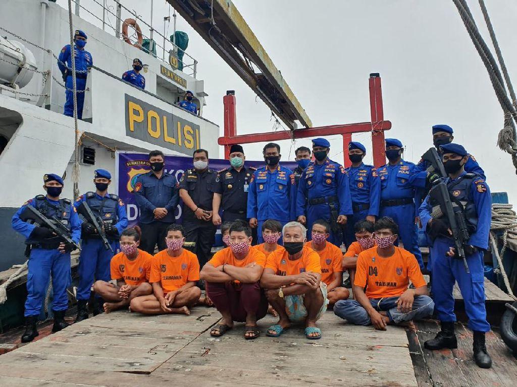 Polair Tangkap 2 Kapal Asing Bermuatan 1,7 Ton Ikan Diduga Illegal Fishing