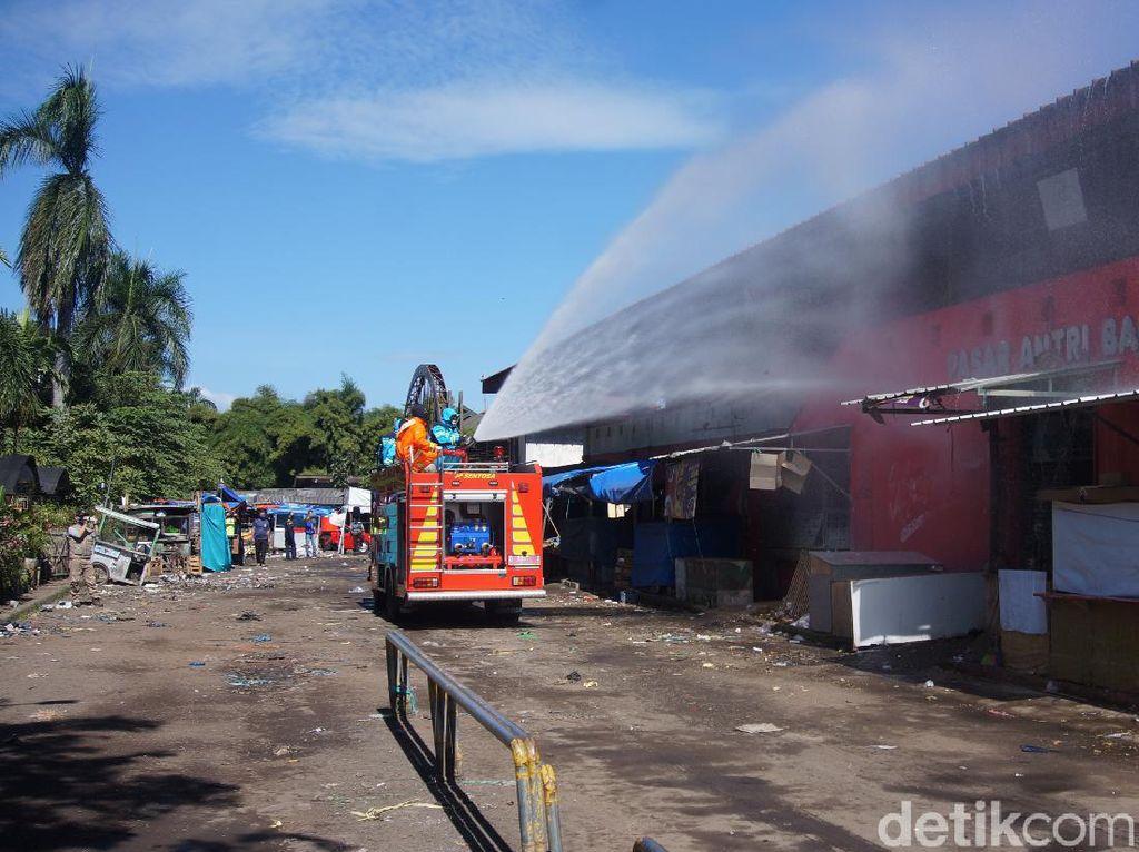 Pedagang-Pengunjung Pasar Antri Cimahi Diwajibkan Jalani Tes Corona
