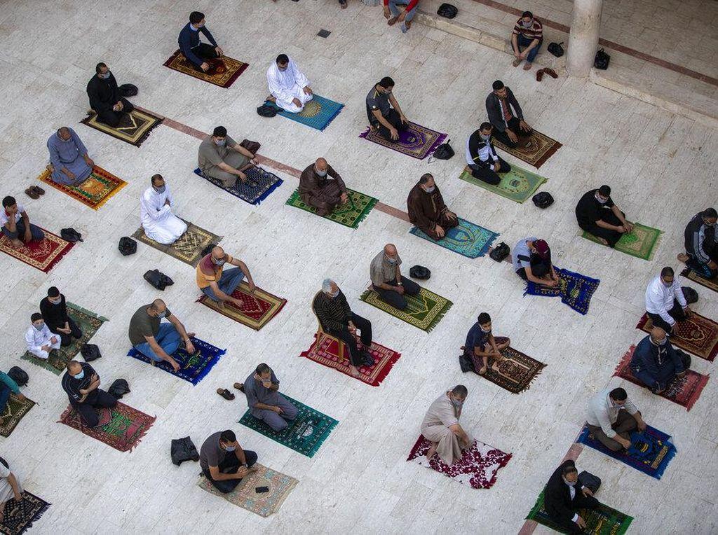 Jemaah Muslim Kembali Beribadah di Masjid Al-Aqsa