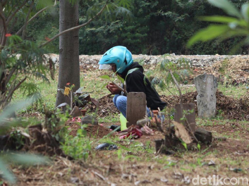 Ziarah Kubur di Cianjur-Bandung Diizinkan, Warga Harus Tetap Patuhi Prokes