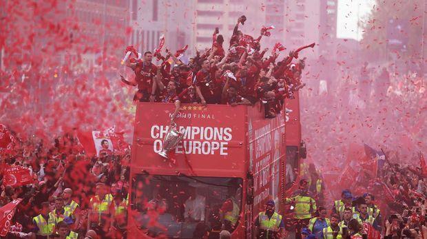 Liverpool saat merayakan gelar juara Liga Champions bersama suporter Liverpool di tengah kota.