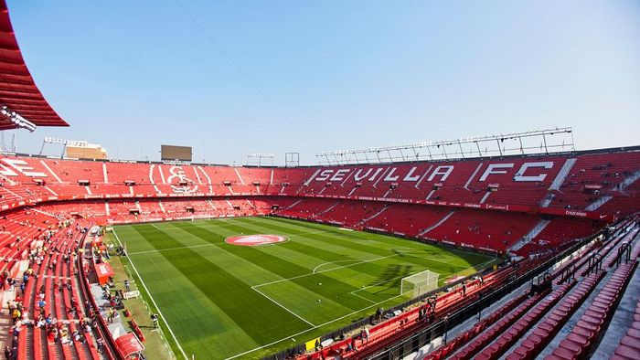 SEVILLE, SPAIN - FEBRUARY 16: General view inside the stadium prior to the Liga match between Sevilla FC and RCD Espanyol at Estadio Ramon Sanchez Pizjuan on February 16, 2020 in Seville, Spain. (Photo by Fran Santiago/Getty Images)
