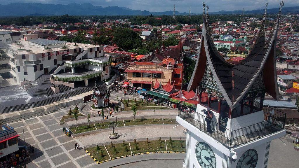 Potret Lebih Dekat dengan Big Ben Indonesia di Bukittinggi