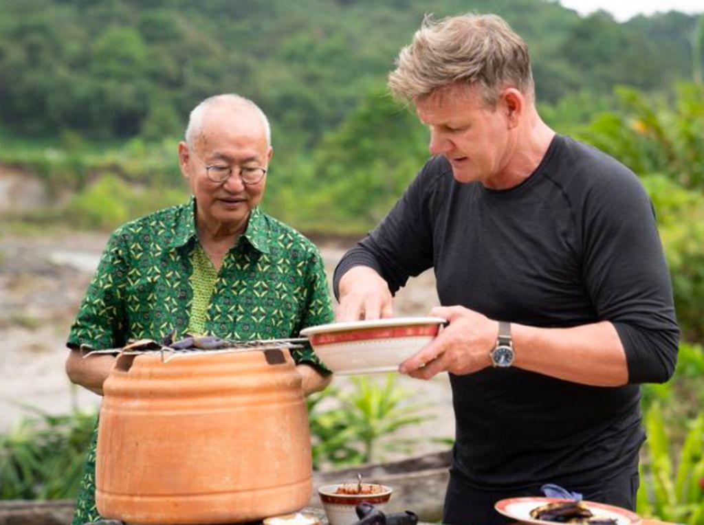Gordon Ramsay Cari William Wongso dan Cara Temukan Ujung Selotip Stoples