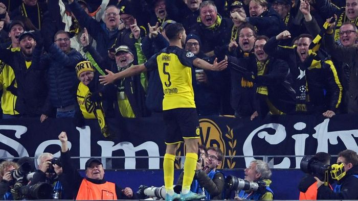 DORTMUND, GERMANY - NOVEMBER 05: Achraf Hakimi of Dortmund celebrates his teams third goal during the UEFA Champions League group F match between Borussia Dortmund and Inter at Signal Iduna Park on November 05, 2019 in Dortmund, Germany. (Photo by Alex Grimm/Getty Images)