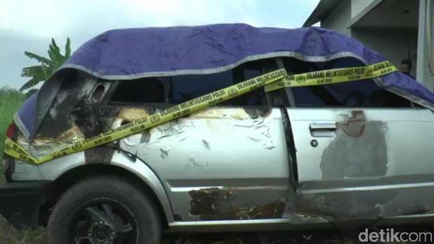 Mobil yang terbakar tewaskan dua balita