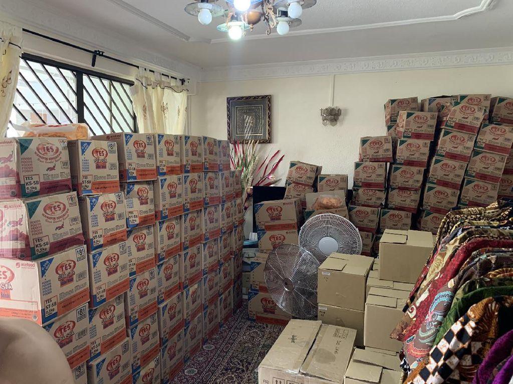 Akibat Salah Pesan, Rumah Netizen Ini Dipenuhi 70 Kardus Keripik Singkong!