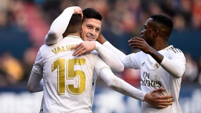 PAMPLONA, SPAIN - FEBRUARY 09: Luka Jovic of Real Madrid celebrates with Federico Valverde and Vinicius Junior after scoring his teams fourth goal during the La Liga match between CA Osasuna and Real Madrid CF at El Sadar Stadium on February 09, 2020 in Pamplona, Spain. (Photo by Juan Manuel Serrano Arce/Getty Images)