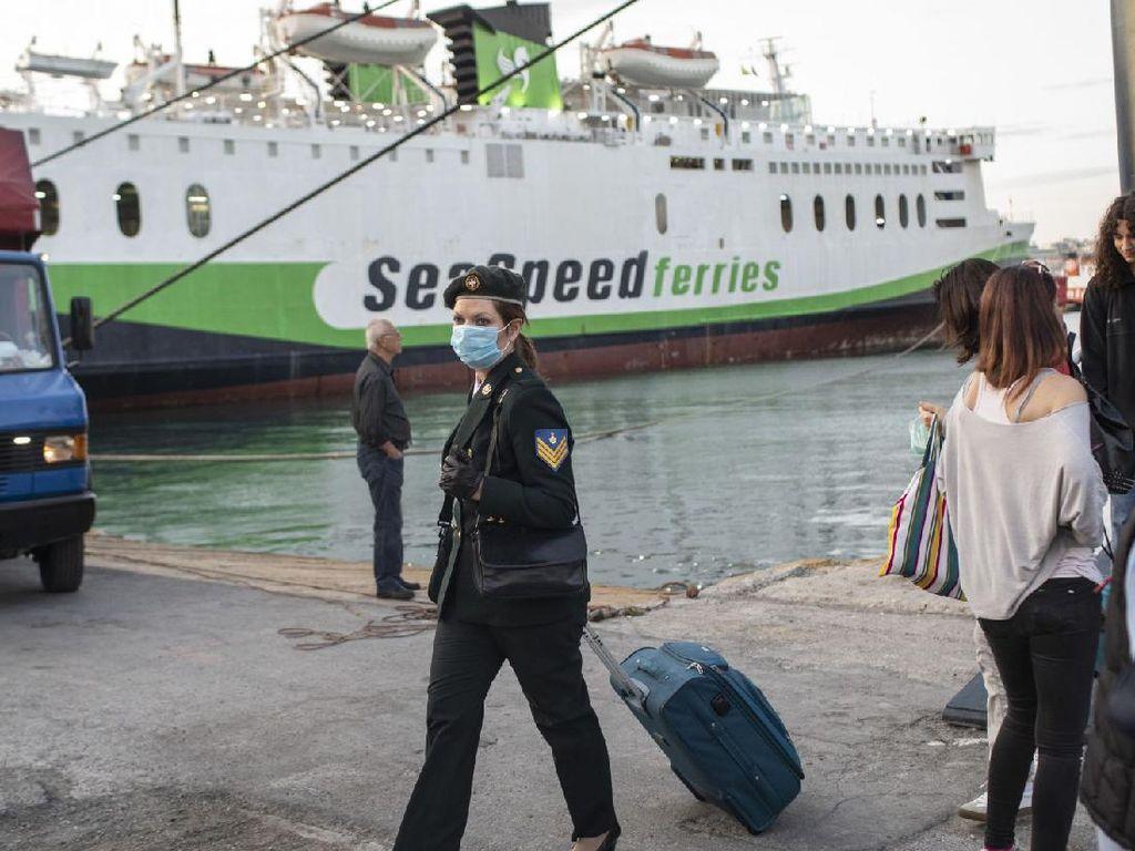 Yunani Buka Pelayanan Kapal Feri dan Restoran untuk Turis Domestik